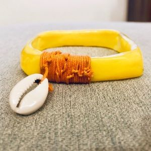 Jewelry - Yellow surf board bracelet with shell charm